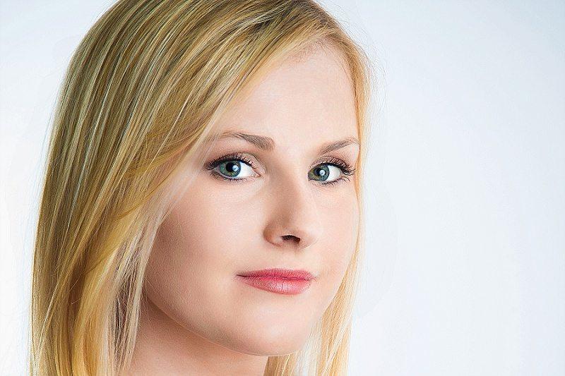 Linkedin Headshot blond Femail
