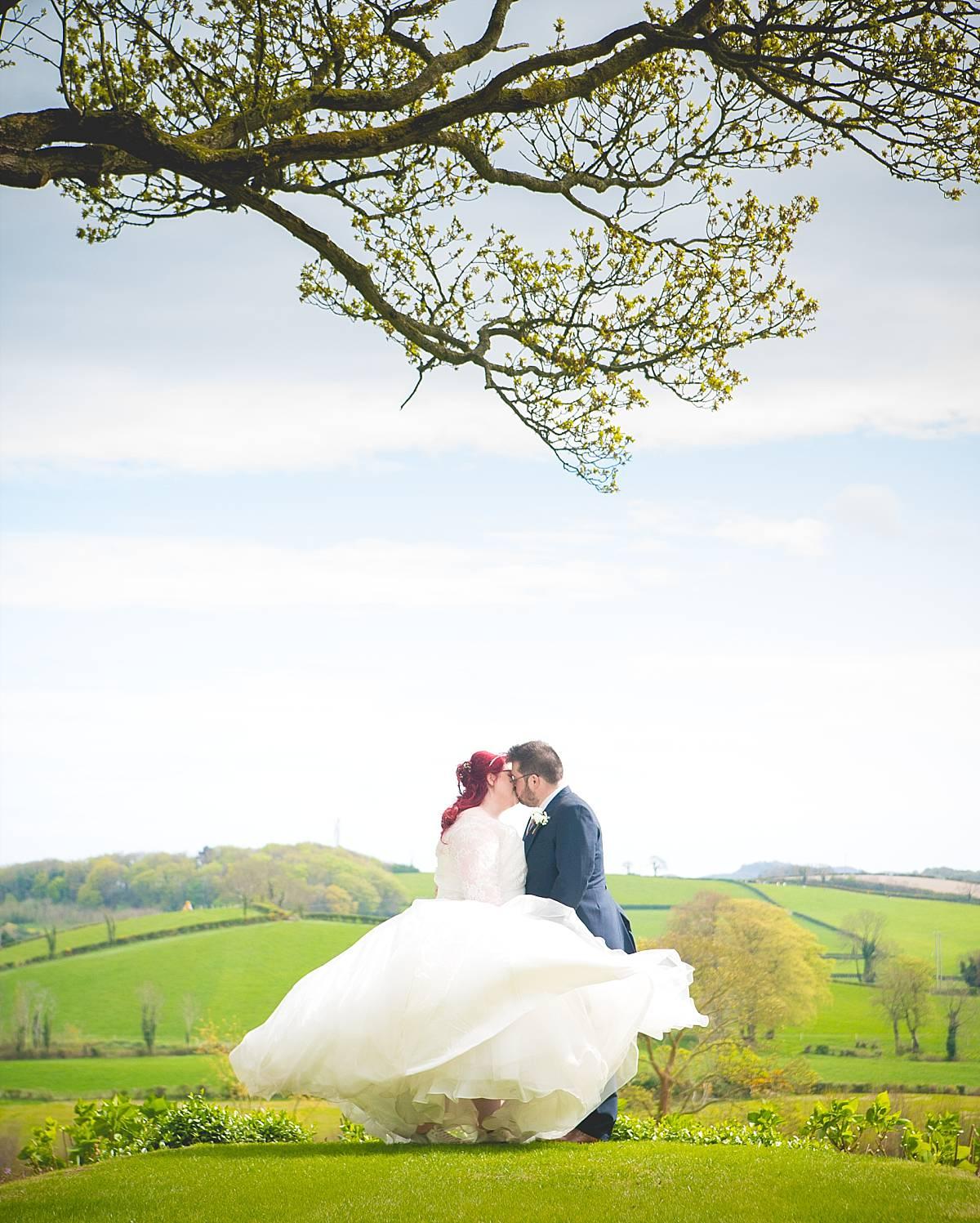 Blustery April Tullyveery House Wedding: Lynne & Eric